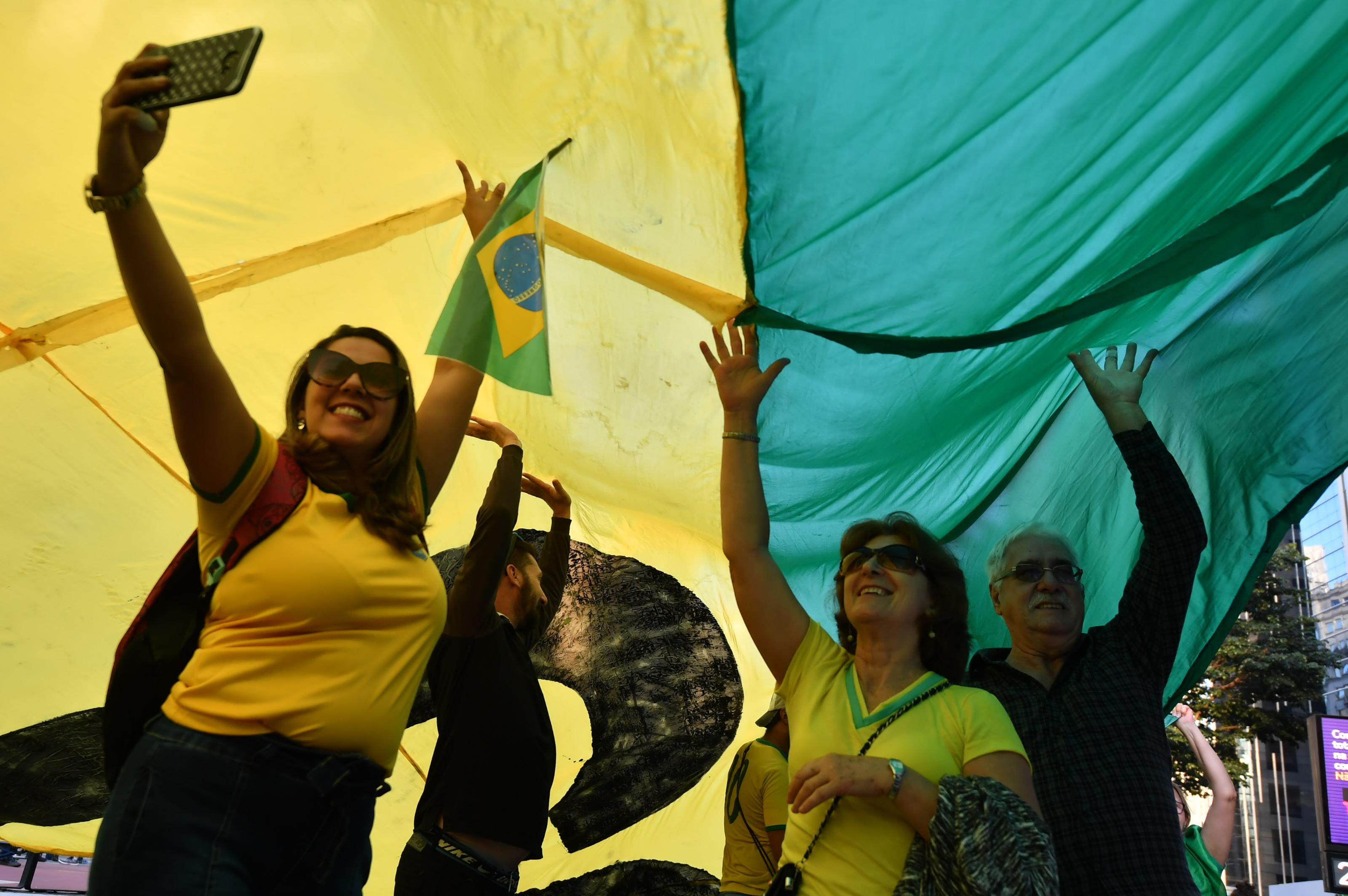 """Manifestantes pressionaram o STF e o Congresso e pediram aprovação da reforma da Previdência e do pacote """"anticrime"""" de Sergio Moro - Créditos: Nelson Almeida / AFP"""