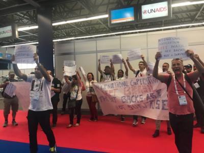Protesto de brasileiros na 22ª Conferência Internacional de Aids, em Amsterdã, Holanda, em 2018. - Créditos: Foto: Agências de Notícias da Aids
