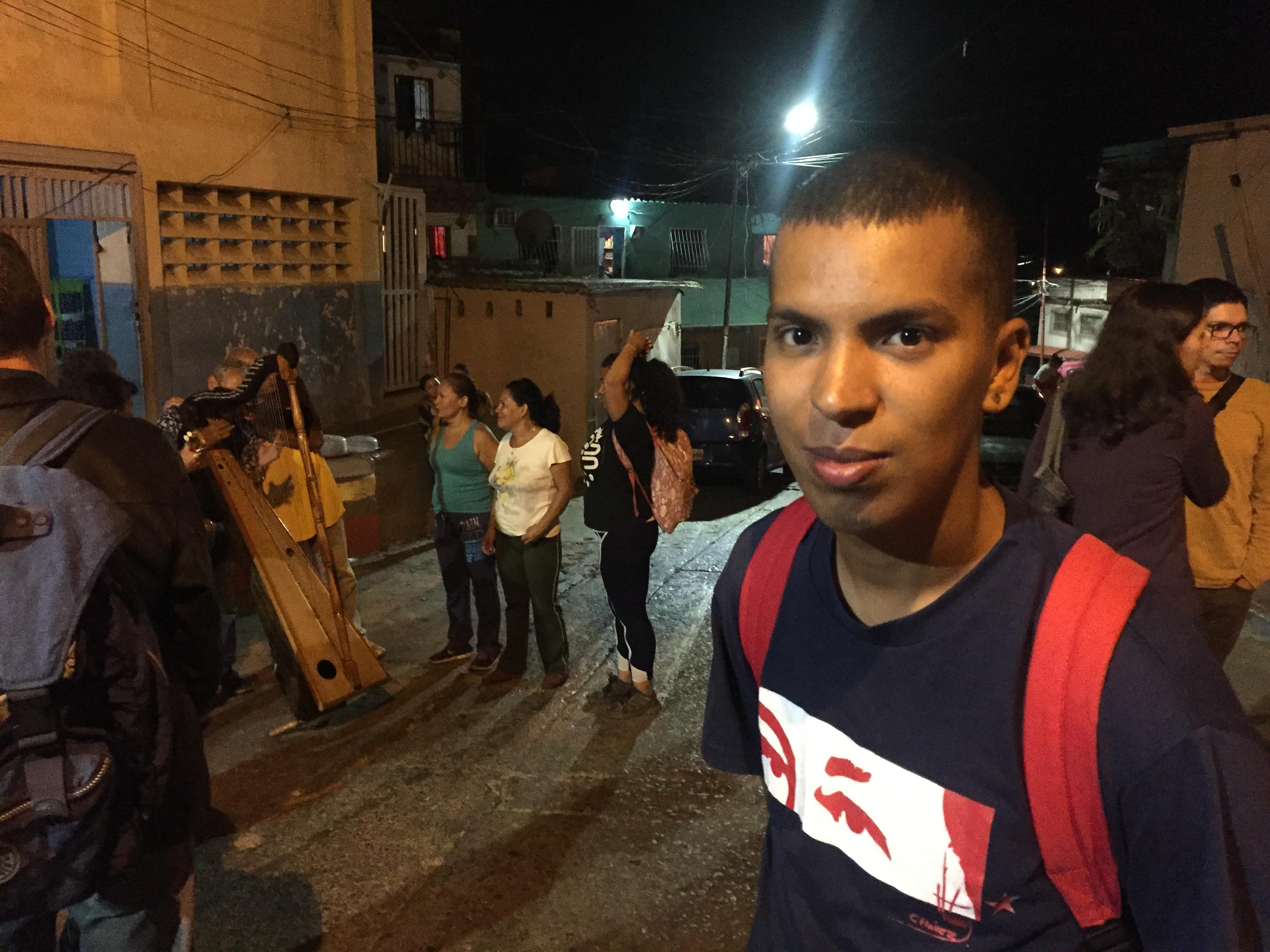 Como é a vida em uma comuna na Grande Caracas?