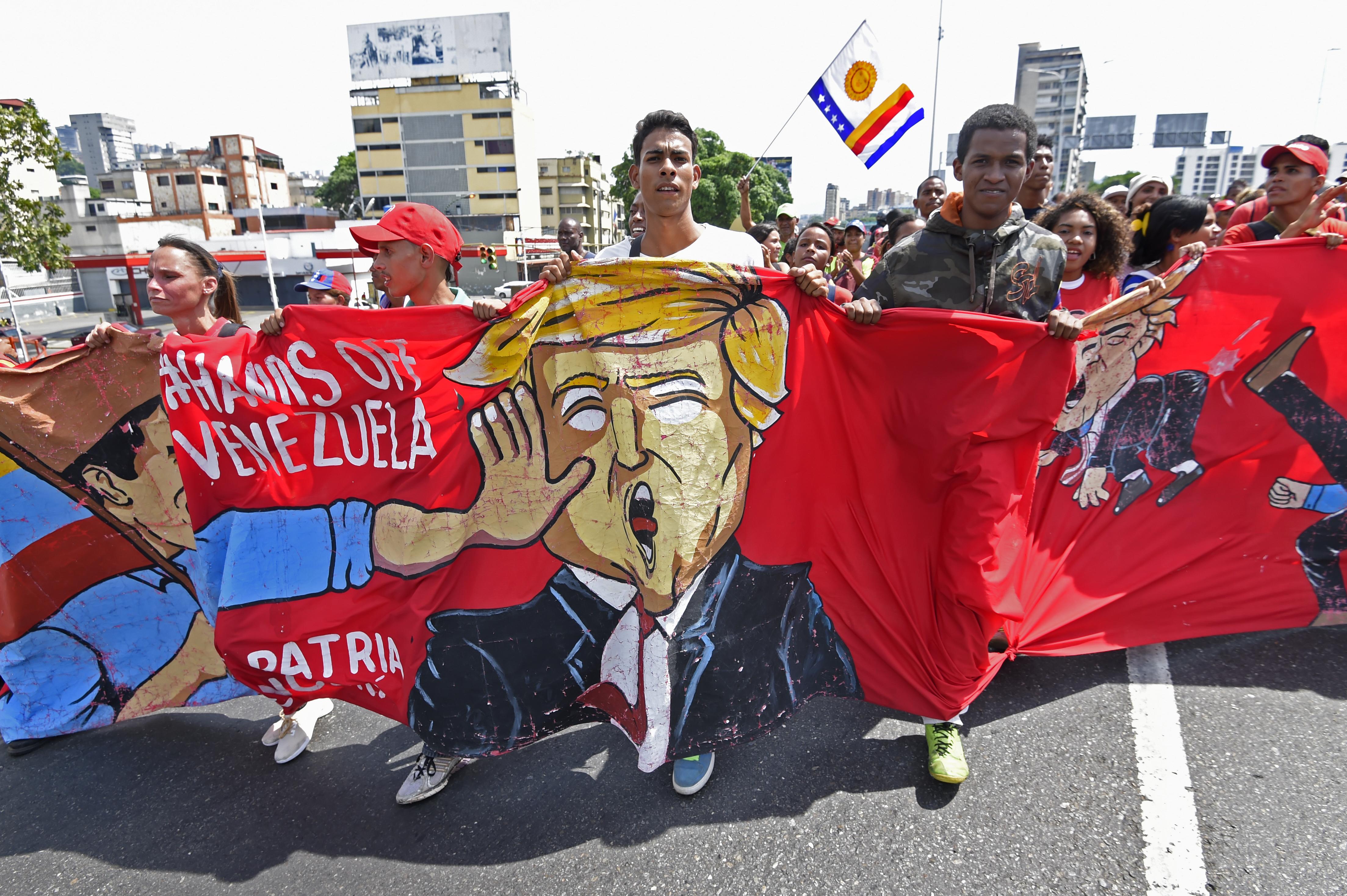 Guerra híbrida: dossiê analisa impactos da investida dos EUA contra Venezuela