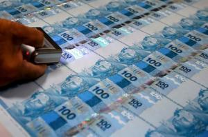 Juliane Furno: De onde tirar o dinheiro para pagar a conta da crise