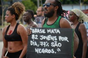 Maíra Kubík: Genocídio, palavra conhecida no Brasil