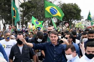 Vanessa Grazziotin: De que povo armado fala Jair Bolsonaro?