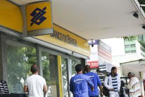 Vanessa Grazziotin: Banco do Brasil vende créditos ao banco de Paulo Guedes