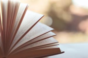 """Leitura terapêutica: conheça o projeto """"Ler Faz Bem à Saúde"""" no Programa Bem Viver"""