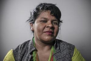 #69 Desinformação do governo tem impedido indígenas de se vacinarem, diz Sônia Guajajara