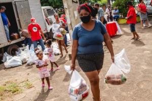 Cinco dias, 67 toneladas de alimentos: programa Bem Viver destaca doação do MST no PR