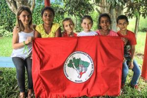 Radinho BdF: Crianças sem terrinha falam sobre as lutas do Abril Vermelho por moradia