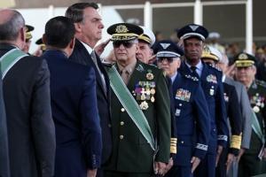 #78 Militares buscam privilégios em cargos no governo Bolsonaro, diz William Nozaki