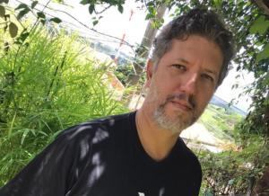 'Escrever é um ato de resistência', diz poeta ao Programa Bem Viver