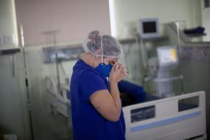'Apesar de queda, estamos longe do fim da pandemia', diz médico ao Programa Bem Viver