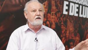 """#89 """"Brasileiros passam fome porque não têm renda, não por falta de produção"""", diz Stedile"""