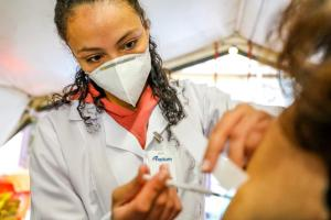Aplicar imunizante diferente na 2ª dose é caminho para o Brasil? O Programa Bem Viver responde